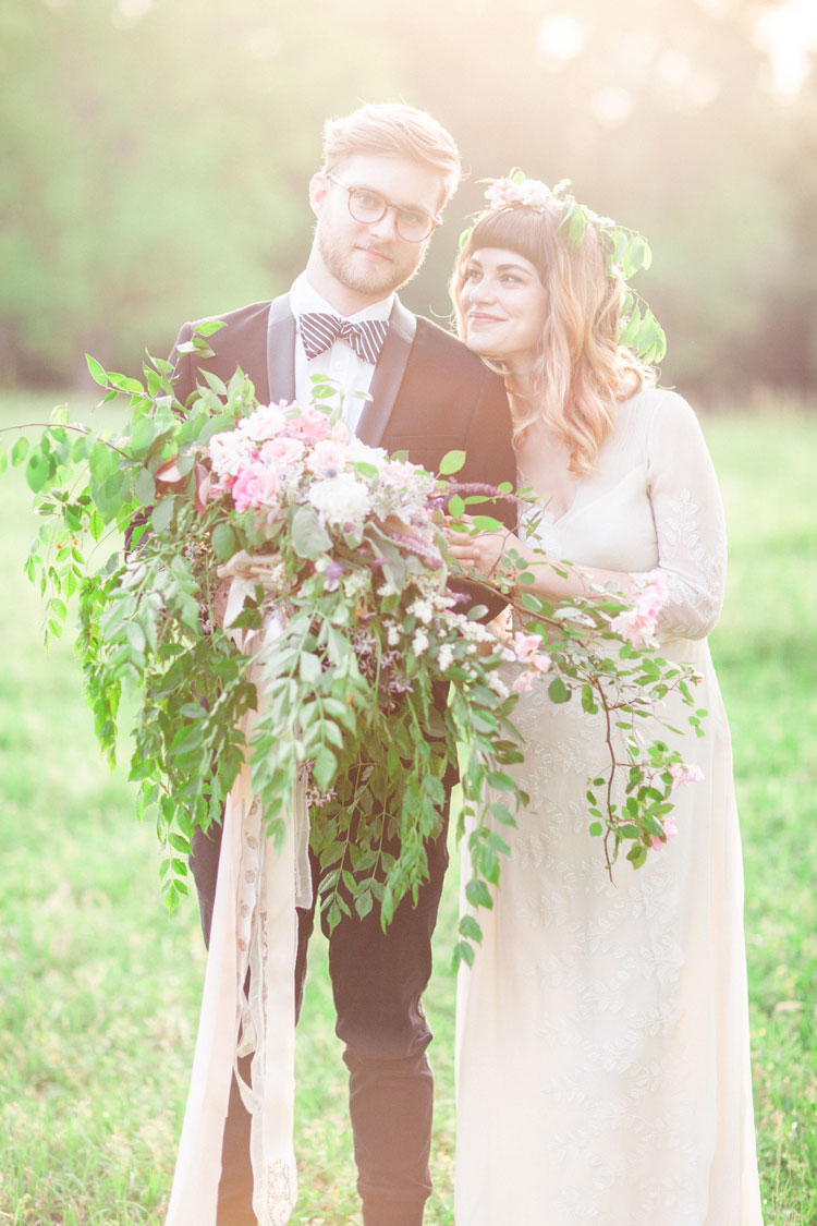 Bride and groom - Beautiful Bohemian Elopement Inspiration | Photography : leanicole.com | https://www.fabmood.com/saja-wedding-dress-bohemian-elopement-inspiration: