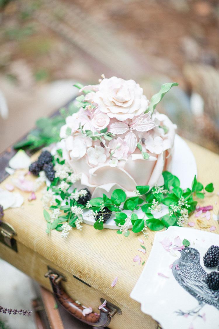 wedding cake - Beautiful Bohemian Elopement Inspiration | Photography : leanicole.com | https://www.fabmood.com/saja-wedding-dress-bohemian-elopement-inspiration: