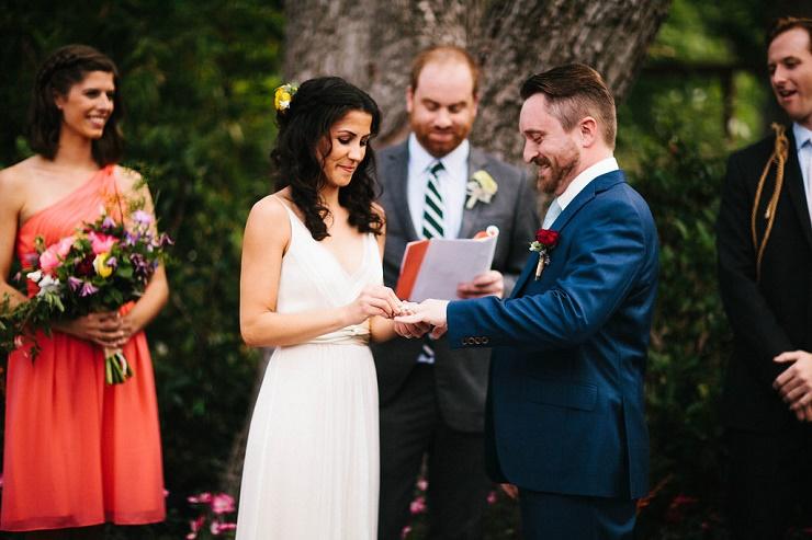 Wedding ceremony -Photography : rebeccacaridad-manzanita.com   Relaxed and Intimate Wedding ceremony   fabmood.com #intimate #weddingceremony