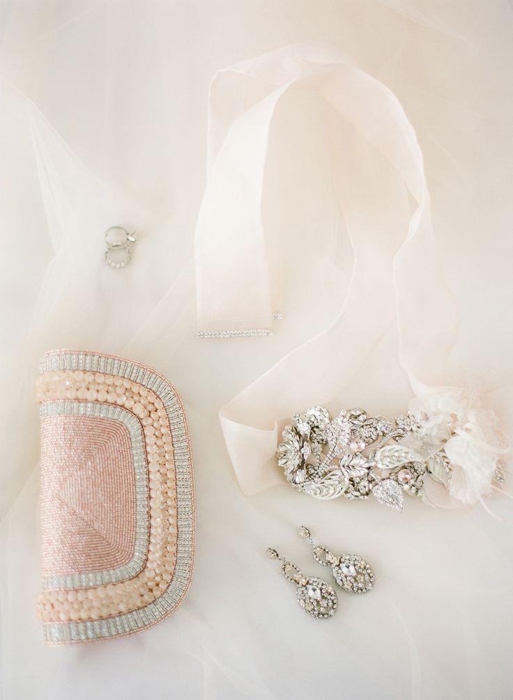 Bridal jewelry | photo by ktmerry.com | Creative ideas for something borrowed | fabmood.com