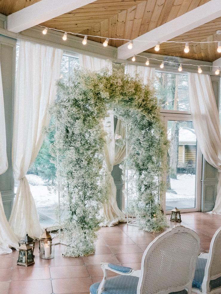 Baby's Breath - Winter wedding ceremony decoration | Light Blue Winter Wedding Read more Real Winter Weddings | fabmood.com #winterwedding