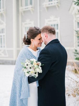 Bride and groom in the snow | Light Blue Winter Wedding Read more Real Winter Weddings | fabmood.com #winterwedding