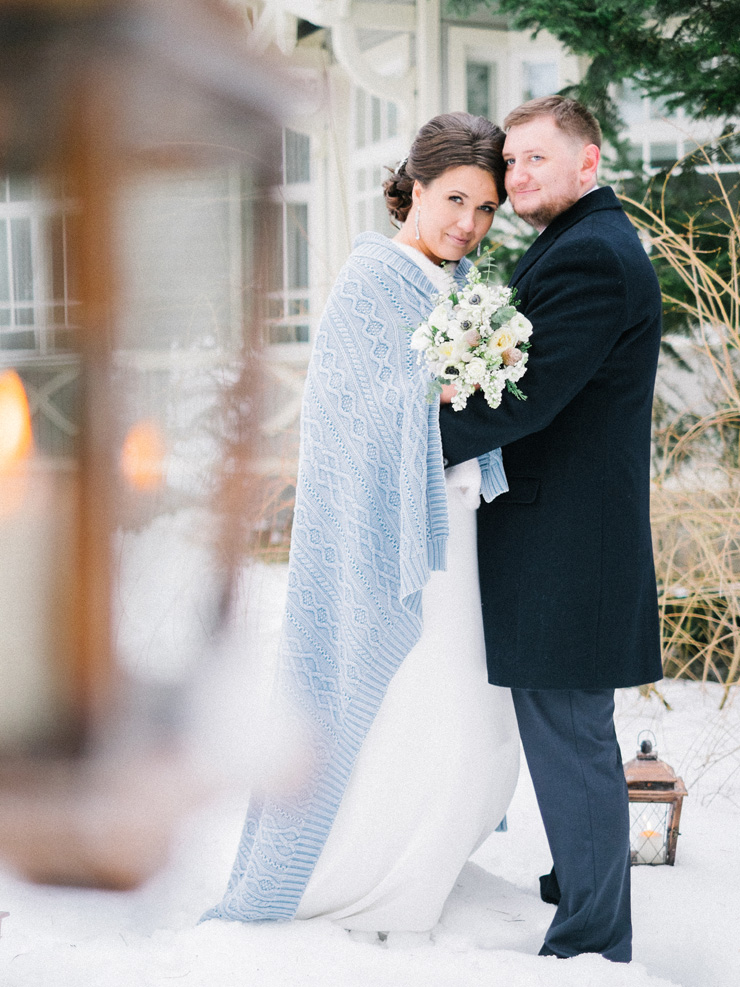 Bride and groom in the snow |Bride and Bridesmaids cover up ideas | Wedding cover ups | fabmood.com
