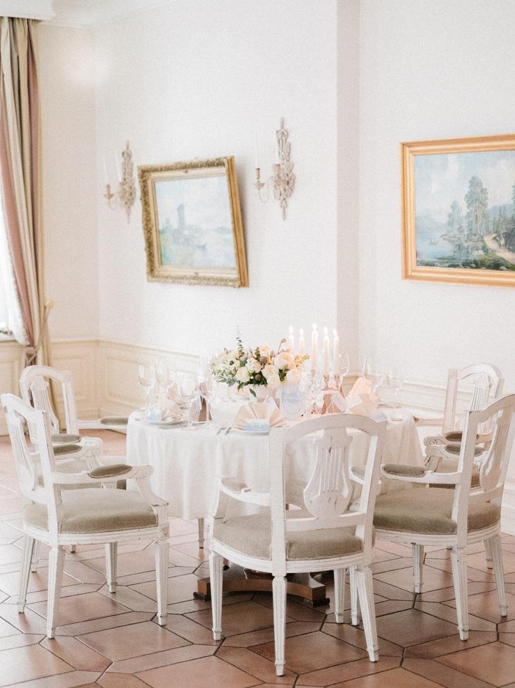 Winter wedding centerpieces | Light Blue Winter Wedding Read more Real Winter Weddings | fabmood.com #winterwedding