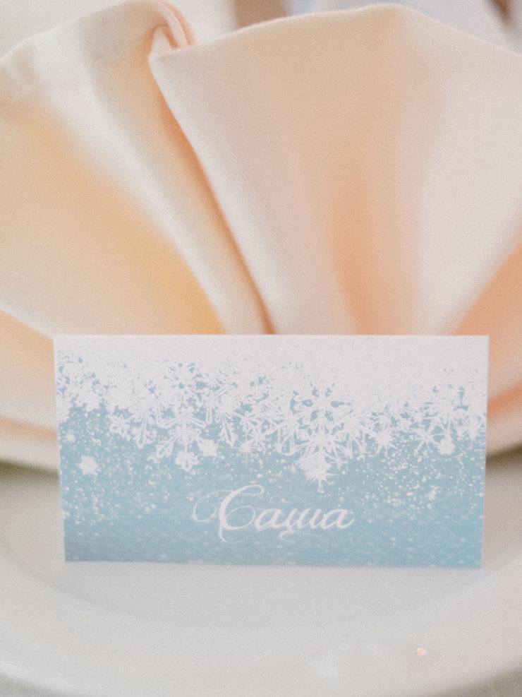 White and blue Winter wedding escort card | Light Blue Winter Wedding Read more Real Winter Weddings | fabmood.com #winterwedding