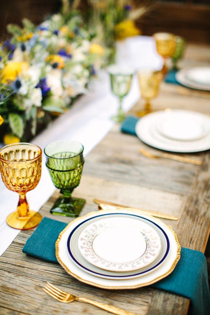 Fall wedding tablescape - Luxurious Jewel Toned Wedding For Fall and Winter Wedding fabmood.com #weddingtablescape