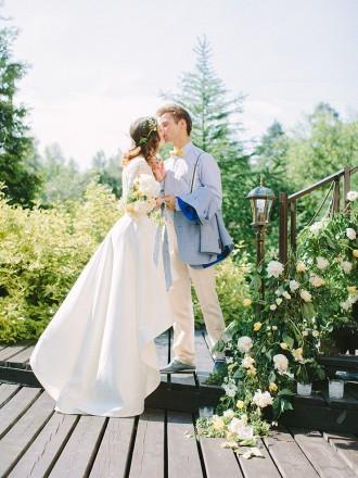 Pear inspired wedding with Delicate shades of Blue & Yellow | Photography : anastasiyabelik.com | Full #wedding inspiration on fabmood.com