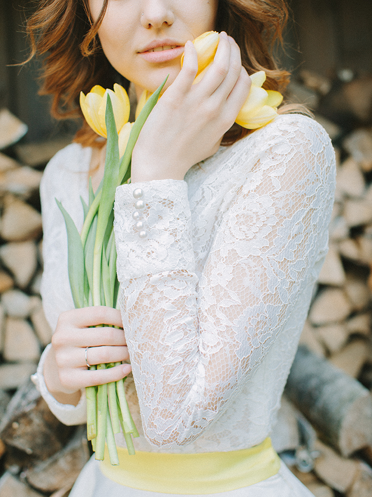 Pear inspired wedding theme with blue and yellow as wedding colour scheme | Photography : anastasiyabelik.com | Full #wedding inspiration on fabmood.com