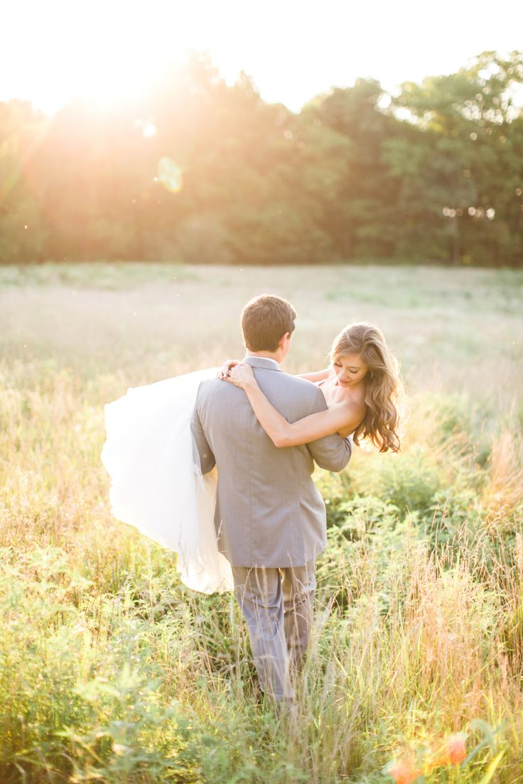 A Romantic and Rustic Farm Wedding in Pennsylvania | #weddingphotography : briannawilbur.com | #Timeless #wedding on fabmod.com #weddingphotoideas