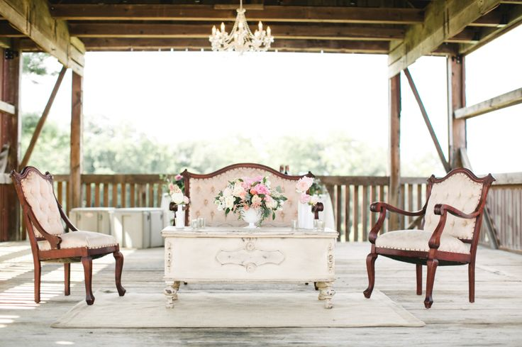 A Romantic and Rustic Farm Wedding in Pennsylvania | #weddingphotography : briannawilbur.com | #Timeless #wedding on fabmod.com #weddinglounge