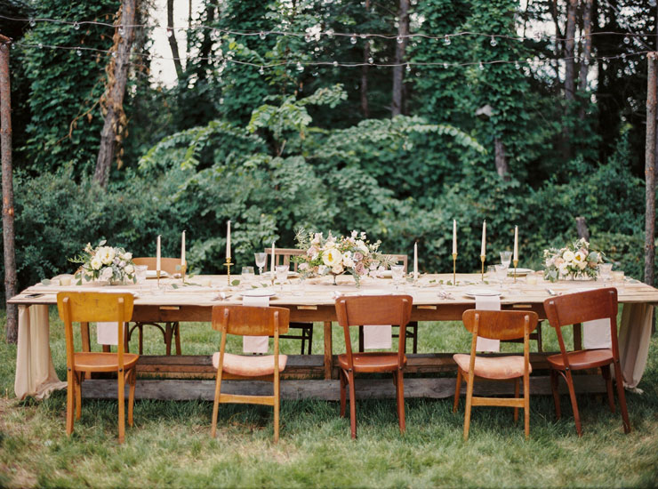 Rustic outdoor wedding reception | Cozy and Intimate Rustic Wedding | Photography : yuriyatel.com | read more: fabmood.com