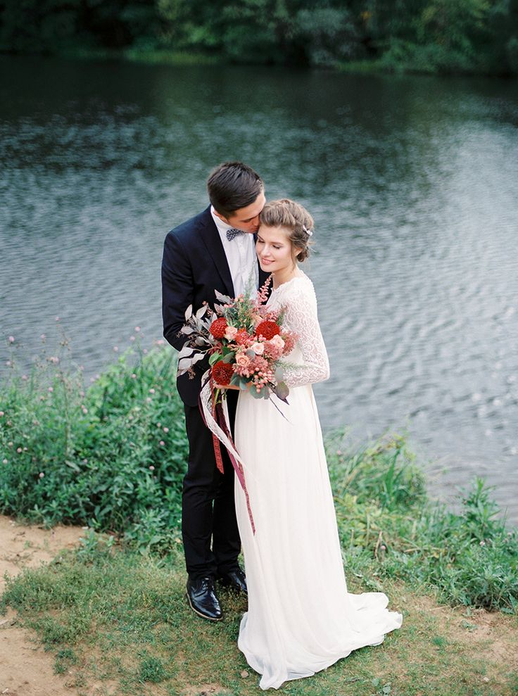 autumn wedding inspiration in shades of red lace wedding