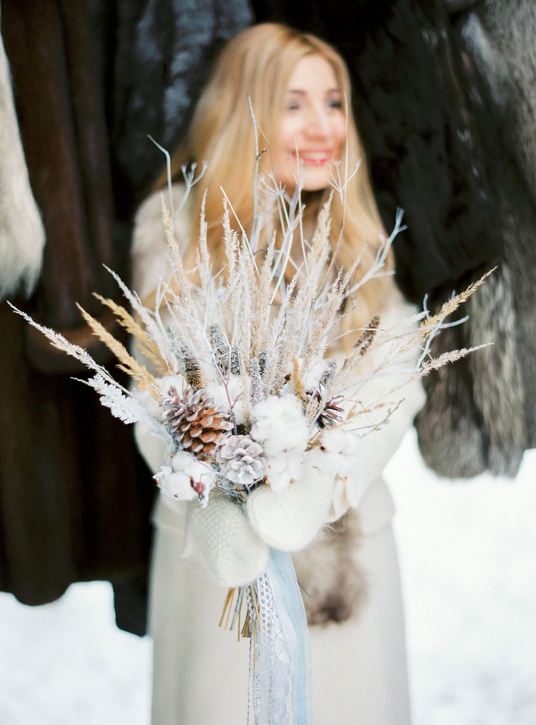 winter bouquet, pine cone winter bouquet, narnia inspired winter wedding, narnia themed wedding, narnia winter wedding , winter wedding ideas , winter wedding in snow #winterwedding
