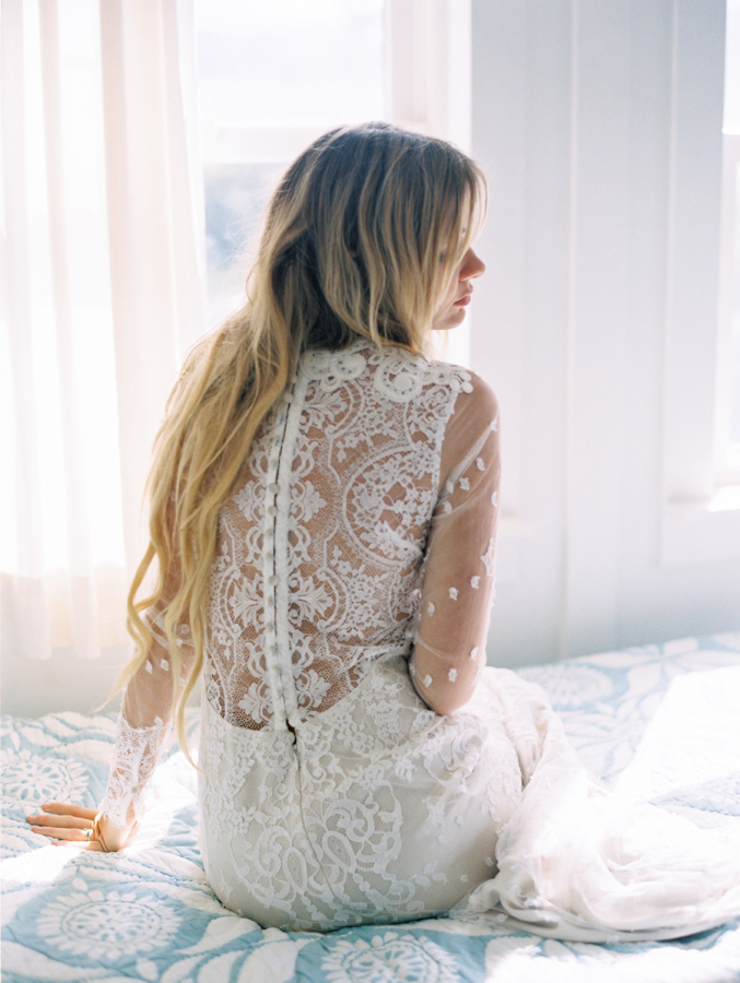10 Lace Wedding Dresses For Ultra Feminine Bride
