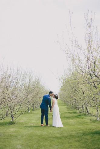 Garden Chic wedding in Ontario The bride wears #BHLDN wedding dress | Photography: Fern Shin Photography | Read more on Fab Mood - UK wedding Blog #gardenwedding