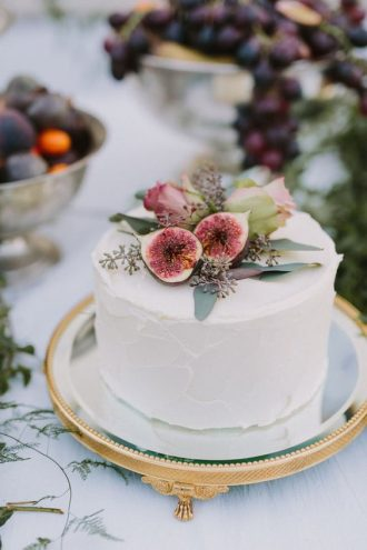 Single Tiered Wedding cake & figs. Autumn wedding ideas!: