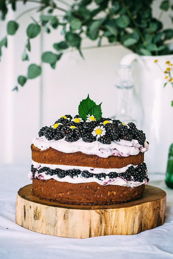 How to save on wedding cake costs, Blackberry Cake with Mascarpone Cream