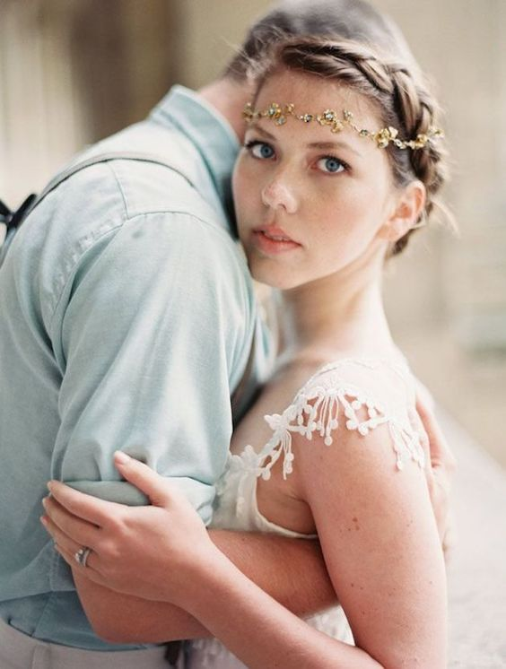 Short Wedding Hairstyles for Brides   fabmood.com