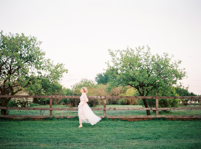 beautiful-styled-shoot-complet-with-a short-cut-lace-top-classic-style-dress (12)