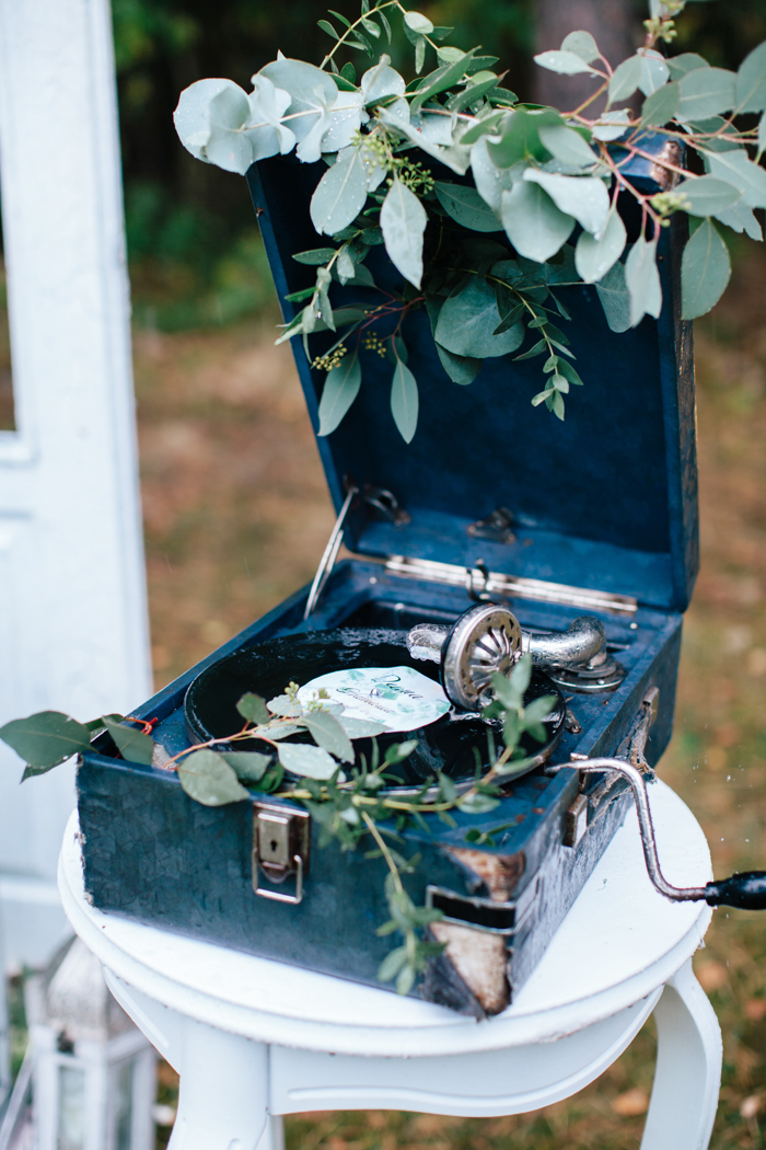 Woodland themed wedding - Rustic wedding decor | fabmood.com