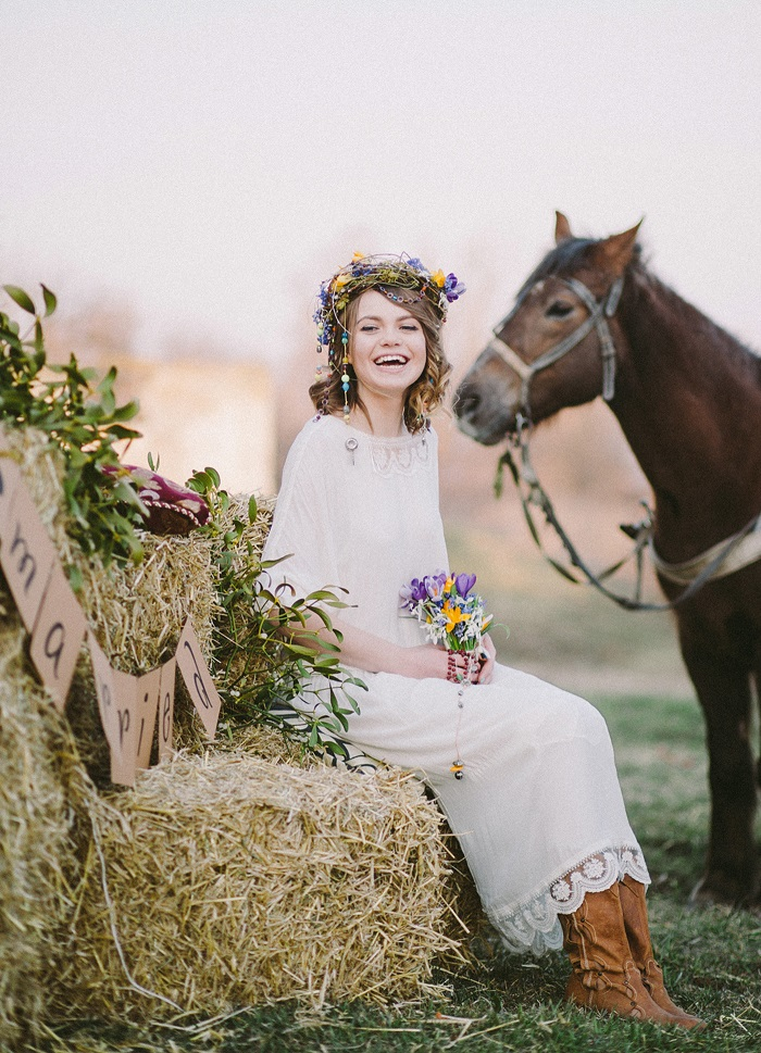 Wild flowers on the bride hair and bouquet for Eco ...
