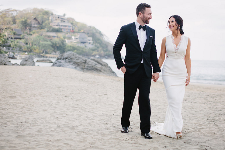 Colourful Bridal Bouquet for a Mexico Destination Wedding   fabmood.com #mexicowedding #beach