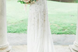 Beautiful winter wedding dress | Winter wedding dresses | fabmood.com #weddingdress #weddinggown #winterweddingdress