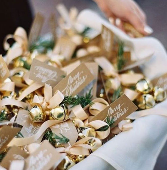 gold ornament winter wedding favors, winter wedding favors, winter wedding favor ideas, ornament wedding favors