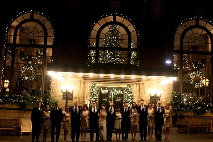 Christmas-themed wedding in Christmas City | fabmood.com #christmaswedding #winterwedding #pennsylvaniawedding #christmastheme #weddingtheme