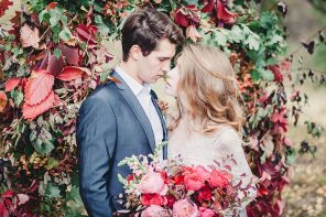 A fairytale autumn wedding inspired editorial | fabmood.com #wedding #autumnwedding #fallwedding #groom #bride #brideandgroom #weddinginspiration #filmwedding #fineartwedding #weddingphotography
