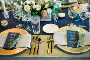 A blue and gold wedding table decoration ideas for winter wedding | fabmood.com #winterwedding #blueandgoldwedding #weddingideas #winterweddingtable #weddingtableideas