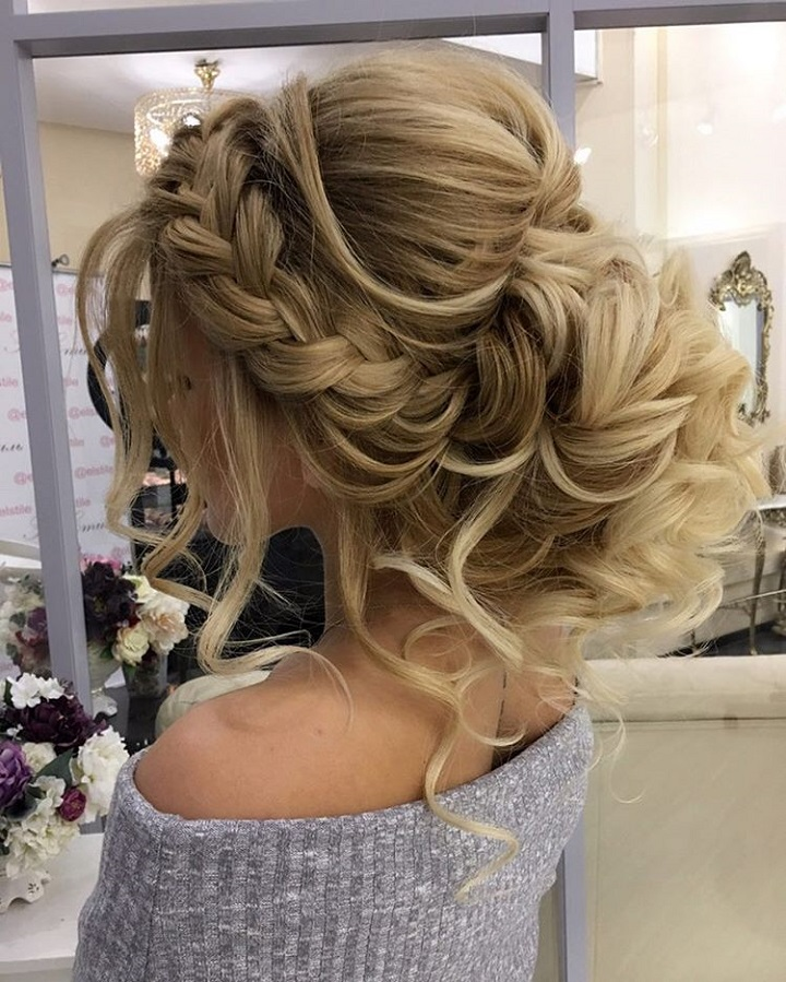 Gorgeous Braided Wedding Hairstyle | fabmood.com #weddinghairstyle #braidedwedding #braidhair #updo #braidupdo