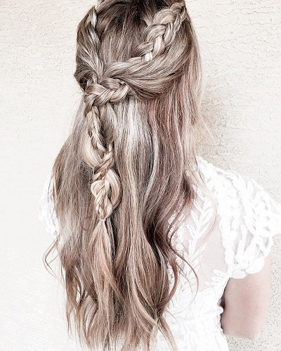 Braided Half up half down #weddinghair #weddinghairstyles #bridalhair #weddinghairideas #bride #updo #partialupdo #hairstyles