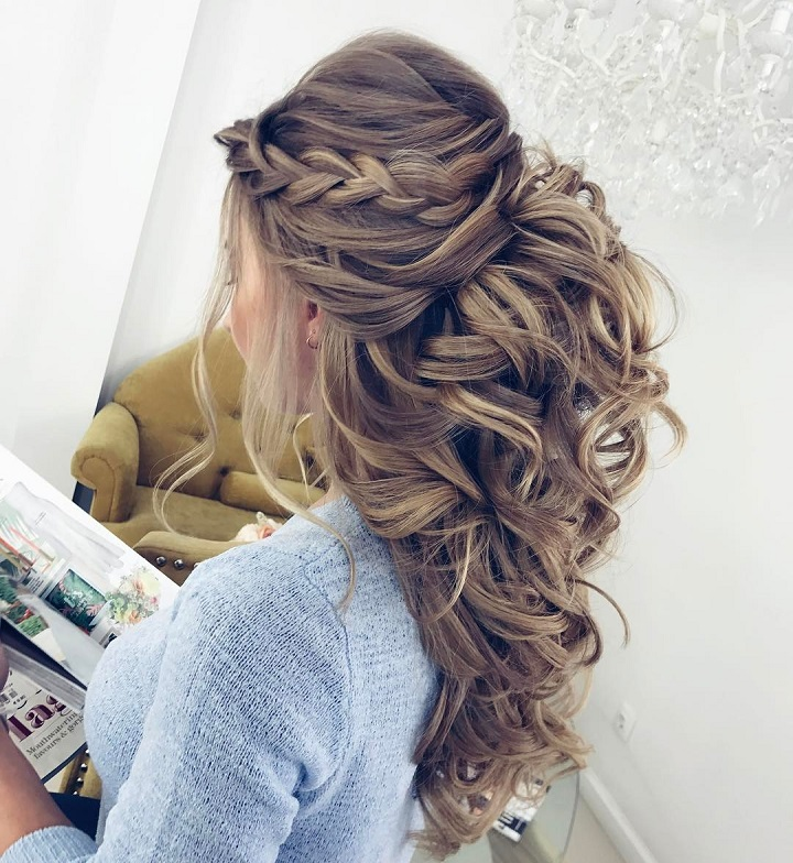 Pretty Half up half down hairstyle for wedding