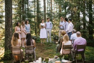Neutral eco friendly wedding in the forest | Intimate Wedding ceremony | fabmood.com #wedding #neturalwedding #ecofriendlywedding