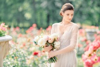 off white wedding dress | wedding styled shoot | fabmood.com #wedding #weddingdress #offwhite #weddinggown #styledshoot