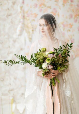 Soft muted color palette - bridal style | fabmood.com #wedding #weddinginvites #weddingcolor #inspirationshoot #styledshoot #morningbride #weddinginspiration