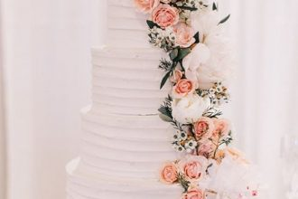 wedding cakes with cascading flowers down the tiers of your wedding cake | fabmood.com #weddingcake #cake #cascadingcake