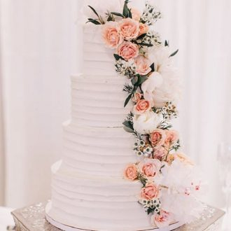 wedding cakes with cascading flowers down the tiers of your wedding cake | fabmood.com #weddingcake #cake #cascadingcake