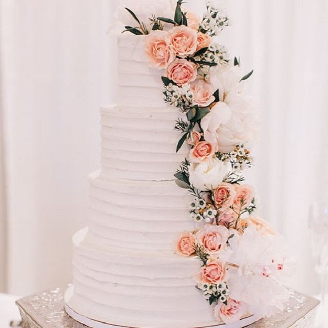 wedding cake with flowers on the side wedding cakes with cascading flowers the tiers of 26884