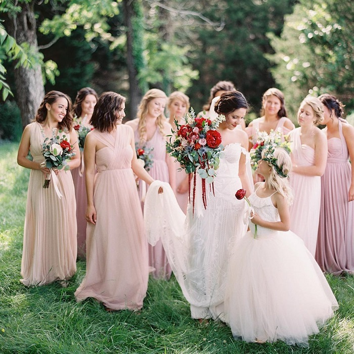 Blush bridesmaid dresses + red wedding bouquets | fabmood.com #weddinginspiration #blush #blushbridesmaiddresses