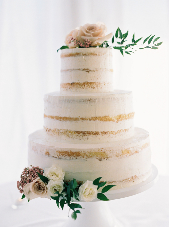 Semi naked wedding cake topped with roeses | fabmood.com #weddingcake #cakes #nakedcake #seminakedweddingcake