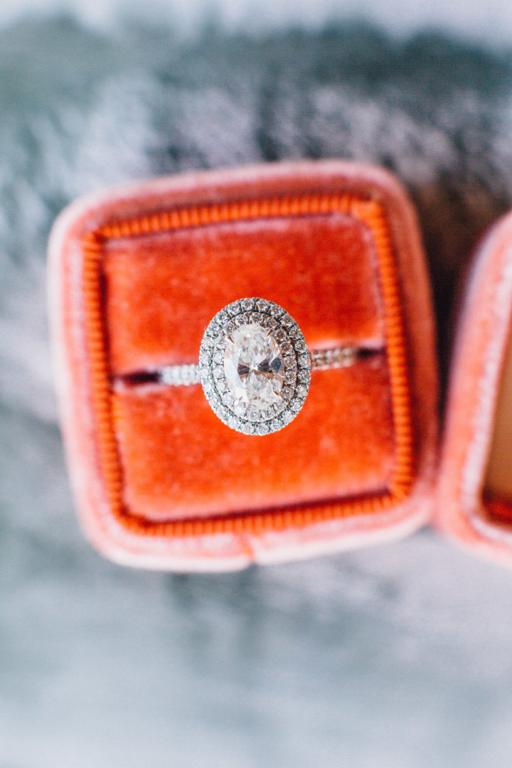 Utterly Gorgeous Halo Engagement Rings { feminine, elegant & unique engagement ring with Halo setting } fabmood.com #weddingring #haloengagementring #halorings