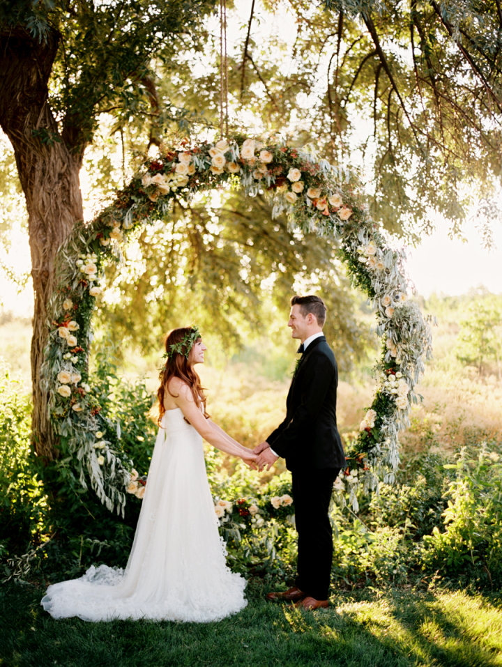 Unique wedding wreath | Giant floral wedding ceremony wreath #weddingwreaths #weddingceremonywreath #wreaths #weddingceremony #weddingdetails