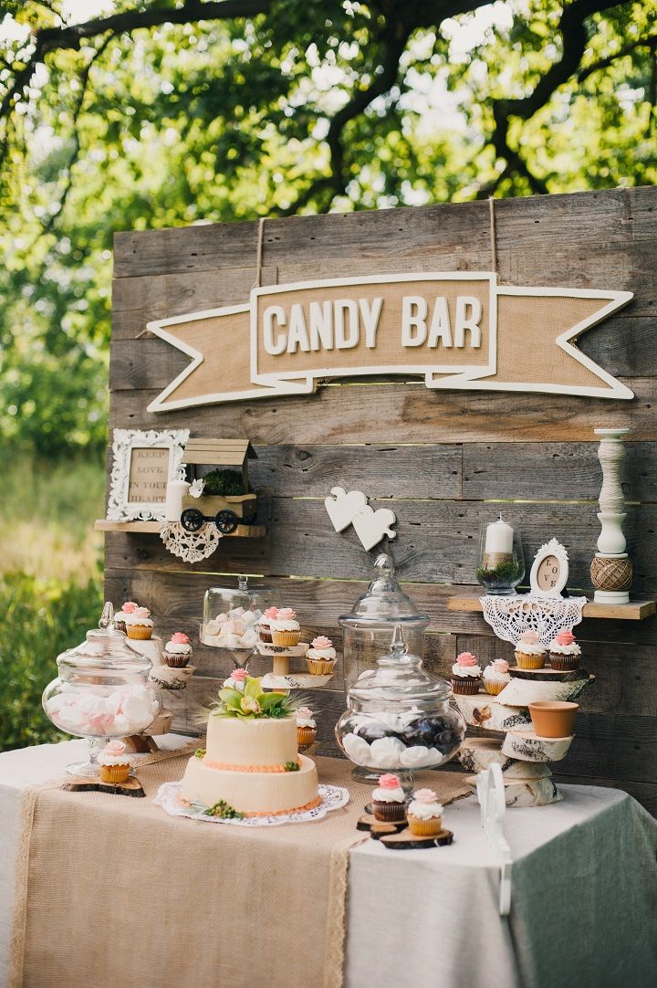 Wooden Pallet Wedding Backdrop #weddingdecor #palletbackdrop #weddingbackdrop #weddingreceptiondecor #weddingceremonydecor