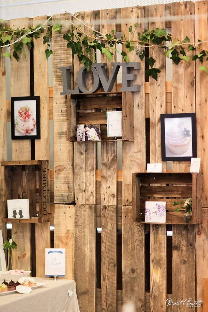 Wooden Pallet Wedding Backdrop #weddingdecor #palletbackdrop #weddingbackdrop #weddingreceptiondecor #weddingceremonydecor