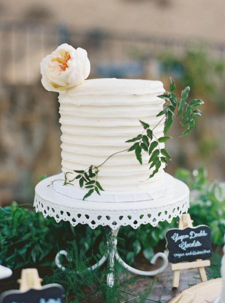 Wedding Cake - Rustic bohemian wedding | fabmood.com #bohemianwedding #rusticbohowedding #rusticwedding #bohemianrustic #bohemianwedding