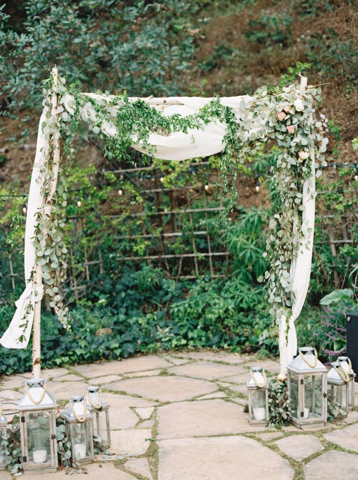 Wedding Arbor - Rustic bohemian wedding | fabmood.com #bohemianwedding #rusticbohowedding #rusticwedding #bohemianrustic #bohemianwedding