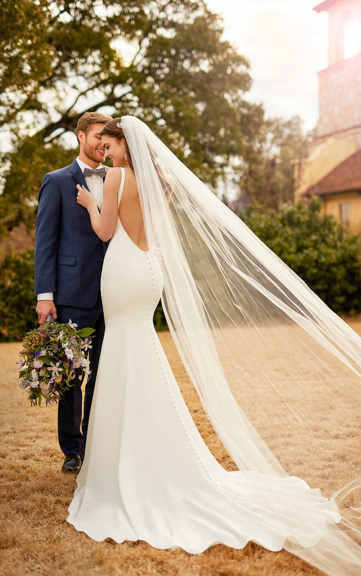 Essense of Australia Fall 2017 wedding dresses ,Backless crepe wedding gown , wedding dress open low back