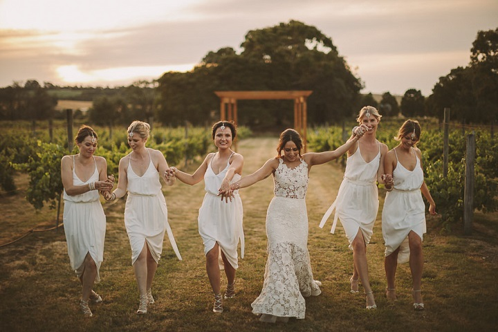 White bridesmaid dresses for wedding reception | Relaxed, Elegant and Minimalist White and Gold Wedding #elegantwedding #rusticwedding